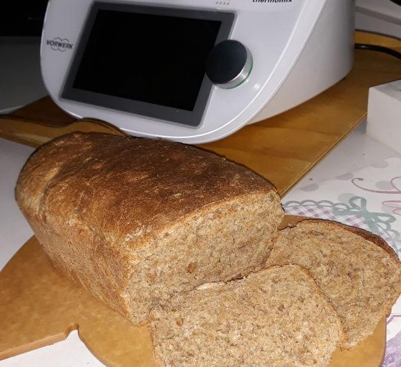 Pan integral con muesli y avena