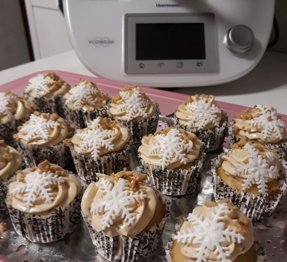 Cupcakes con crema de turrón y copo de nieve