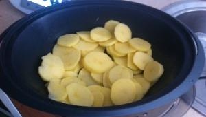 Costillas en Salsa con Cama de Patatas